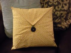 Thrifty Finds and Redesigns: Napkin Folded Pillow Cases