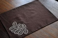 Housewarming and wedding gift, dining room table top decor, modern custom placemats come with dark brown cotton linen placemats embroidered with beige leaves botanical embroidery. Blue Placemats, Fabric Placemats, Table Runner And Placemats, Placemat Sets, Table Runners, Cloth Napkins, Interfacing Fabric, Dining Room Table Decor, Dining Rooms