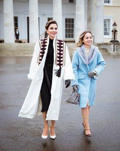 Queen Rania and her daughter, Princess Iman of Jordan. Princess Iman wears a Miu Miu coat. Abaya Fashion, Fashion Dresses, Queen Rania, Outfit Invierno, Baby Girl Dress Patterns, Vogue, Princesa Diana, Business Outfits, Royal Fashion