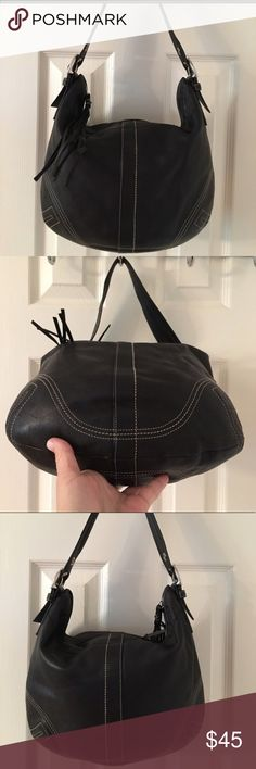 Coach Hobo purse 100% Authentic Coach Black size Large Hobos at a discounted. Amazing condition! Description: Silver hardware. Zip closure. Leather. 3 interior pockets. No.:J0682-F08A03 Coach Bags Hobos