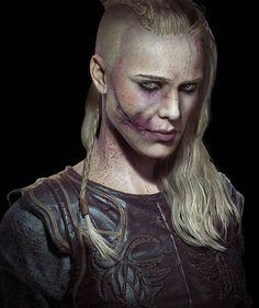 Vikings Travis Fimmel, Vikings Ragnar, Lagertha, Viking Makeup, Old Warrior, Vikings Tv Series, Viking Costume, Shield Maiden, Samurai Tattoo