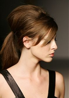 hair... I want to add this to my style... How does one get the back bump? And I dont mean the arse...