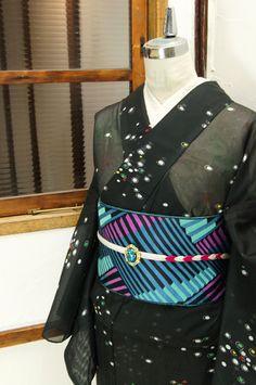 黒地に、おはじきのような色とりどりの水玉模様が浮かび上がる化繊の絽の夏着物です。 #kimono