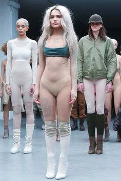 Yeezy Season Stunner: Amina Blue Is The Model Who Stumbled In Her Shoes During Kanye's Fashion Show Amina Blue, Kanye West, Live Fashion, Fashion Show, Fashion News, Yeezy Fashion, Yeezy Season, Season 1, Before Us