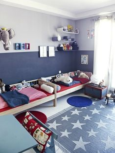 Love this childrens Americana design bedroom.. notice the daybeds are placed side by side.. this is creative and space enhancing if have long enough room!