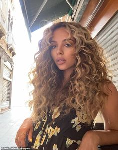 Dyed Curly Hair, Curly Hair With Bangs, Colored Curly Hair, Haircuts For Curly Hair, Curly Hair Tips, Curled Hairstyles, Curly Hair Colour Ideas, Curly Medium Length Hair, Natural Curly Hairstyles