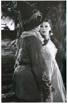 Scarecrow (Ray Bolger) and Dorothy (Judy Garland) on the Wizard of Oz set