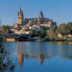 Salamanca (España) - Catedral y Río Tormes
