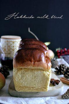 Water Roux, Hokkaido Milk Bread, Biscotti, Torte Cake, Cupcakes, Bread Baking, I Foods, Sweet Recipes, Food Photography