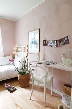 Hjemme hos Ann Helen Lund i NIB, julepynt Design Your Own Bedroom, Princess Room Decor, Cute Room Decor, Aesthetic Rooms, Pink Room, Cool Rooms, Bedroom Sets, Decoration, My Room