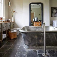 FleaingFrance Brocante Society Great creativity in this bath space