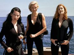 """Lucy Liu, Drew Barrymore and Cameron Diaz in """"Charlie's Angels"""": """"Do you know how hard it is to find a quality man in Los Angeles? Lucy Liu, Charlies Angels Costume, Charlies Angels Movie, Cameron Diaz, Jaclyn Smith, Max Tv, Angel Movie, Angel Outfit, Angel Aesthetic"""