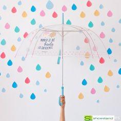 Has probado a bailar bajo la lluvia y olvidarte de los problemas ??   Bajo este paraguas transparente de Mr Wonderful puedes chapotear, bailar y reirte del mundo!!
