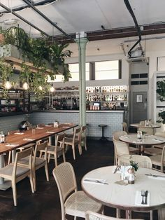 Brunch at Evelyn's Cafe Bar, Northern Quarter, Manchester | review on allthatshecraves    #placestoeat #Manchester #northernquarter #1920s #brunchspot #cafe #bar #botanic #botanical #plants #hangingplants #interiordecor #inspo
