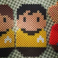 Pärlplatte-alfabets-Star Trek, H: Hikaru Sulu, styrman på USS Enterprise NCC-1701 och senare befälhavare på USS Excelsior NX/NCC-2000. Bästa kompis med Chekov, bra på botanik och fäktning, samlar på antika vapen och duktigt pilot. Star Trek (1966-1969) och åtta långfilmer hittills (1979-2013) #startrek #pärlplatta