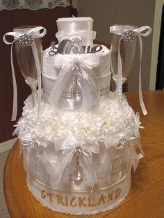 This is a gorgeous towel cake could not figure out what board to pin it to. Great for a bridal shower gift, wedding gift, and engagement.