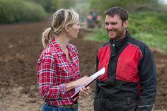 Landwirt diskussion – Fotos, lizenzfreie Bilder, Vektorgrafiken und Videos Farmer, Plaid, Videos, Shirts, Image, Women, Fashion, Pictures, Royalty Free Images