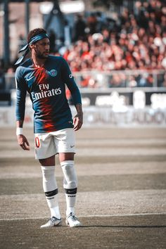 hello, elegants in this video we will look at the top 5 most stylish football players in the world. This video brings you the best stylish football players. Football Madrid, Football Neymar, Messi Soccer, Soccer Sports, Soccer Jerseys, Sport Football, Girls Soccer Cleats, Cr7 Messi, Neymar Psg
