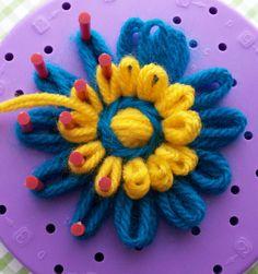 Adventures with…… Flower Looms. – The Big Blue Bully Bus Loom Flowers, Knitted Flowers, Diy Flowers, Fabric Flowers, Loom Knitting Projects, Loom Knitting Patterns, Circle Loom, Diy Fleur, Loom Crochet