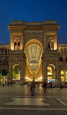 Galleríe Vittorio Emanuele II, Milano, Italy // by Tere y Pedro province of Milan Lombardy