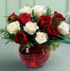 Roses bouquet wish 2015 Beautiful Flowers Images, Flower Images, Exotic Flowers, Love Flowers, Beautiful Roses, Pretty Roses, Simply Beautiful, Christmas Flower Arrangements, Christmas Flowers