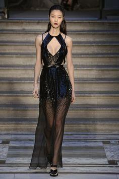The Best Looks From London Fashion Week Fall 2015 Paris Fashion, Runway Fashion, Fashion Beauty, Fashion Show, Fall Fashion, High Fashion, Catwalk Collection, Couture Collection, Fashion Week 2015