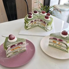 Find images and videos about food, aesthetic and sweet on We Heart It - the app to get lost in what you love. Pretty Cakes, Cute Cakes, Good Food, Yummy Food, Cute Desserts, Cafe Food, Dessert Drinks, Sweet Cakes, Aesthetic Food