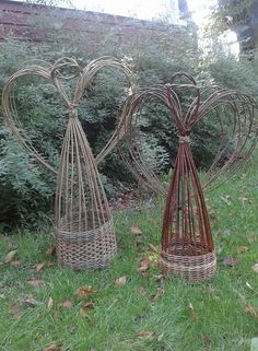 Charming Hanging Plants ideas to Brighten Your Patio – Gardening Decor Twig Crafts, Garden Crafts, Garden Projects, Willow Weaving, Basket Weaving, Willow Furniture, Willow Garden, Garden Deco, Garden Trellis