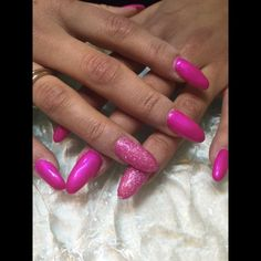 Che ne dite? Vi piacciono? #ERT #ProNailsItalia #ProNails #Fuxia #Nails #Colorinuovi #Coloriaccesi #primavera #bellissime by ert_sommalombardo