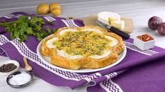 easy quiche with puff pastry, cheese wheels, potatoes, eggs, bacon. Brunch Recipes, Breakfast Recipes, Easy Quiche, Puff Pastry Recipes, Egg Dish, Creative Food, Food To Make, Good Food, Food And Drink