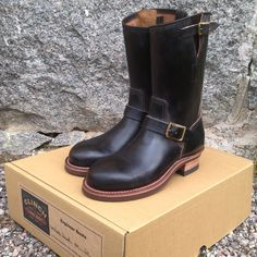 Clinch engineer boots. (brass tokyo, hand made, craftsmanship, leather, cats paw, latigo leather, made in japan) Denim Boots, Biker Boots, Motorcycle Boots, Bottes Red Wing, Red Wing Boots, Vintage Leather, Leather Men, Leather Shoes, Motorbike Clothing