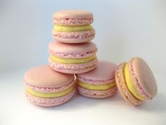 These are our first ever batch of macarons made using the Italian Meringue. After making macarons using the French Meringue, we decided to try our hand at the Italian Meringue method! How do they look? Good?? We're pleased! :oP :oP