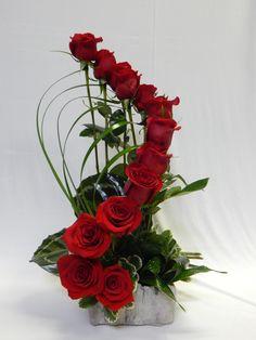 Flores Valentine Flower Arrangements, Creative Flower Arrangements, Church Flower Arrangements, Valentines Flowers, Church Flowers, Rosen Arrangements, Floral Arrangements, Deco Floral, Arte Floral