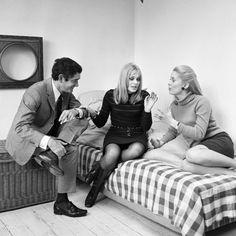 """Jacques Demy, Catherine Deneuve et Françoise Dorléac réunis pour une interview sur la sortie de leur film """"Les demoiselles de Rochefort"""""""