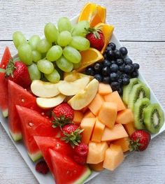 Fresh Fruit Platter is an easy healthy recipe that looks impressive to friends and family! Even the kids will love this recipe. Save this pin! Veggie Snacks, Easy Snacks, Healthy Snacks, Healthy Recipes, Veggie Food, Fruit And Veg, Fruits And Veggies, Fresh Fruit, Fruits Basket
