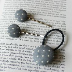 Cameliha White Dotted Set #fabric #hairgrip #elastic #hair #accessories #hairaccessories #handmade #barrette #dots