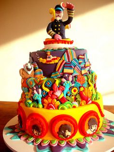 Yellow Submarine cake for the Jornal da Tarde Newspaper) by Carla Ikeda - DENTRO DO FORNO - BOLOS DECORADOS - , via Flickr