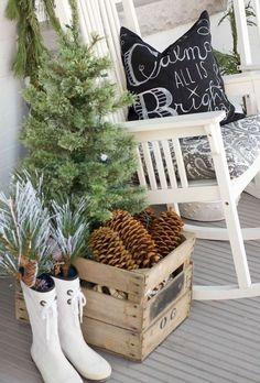Adorable 55 Awesome Christmas Front Porches Decor Ideas https://roomadness.com/2017/11/29/55-awesome-christmas-front-porches-decor-ideas/