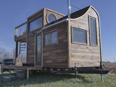 """Nommée """"Honey on the Rocks"""", cette tiny house sur roues a un extérieur unique et in intérieur d'une finition exceptionnel..."""