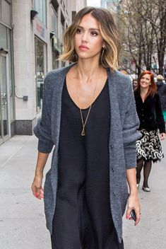Trendy Hair Style : Why Jessica Alba's Textured Bob Works with Any Outfit – Vogue Textured Bob Hairstyles, Cool Hairstyles, Coiffure Hair, Brown Blonde Hair, Blonde Honey, Ombre Hair, Ombre Bob, Great Hair, Hair Today