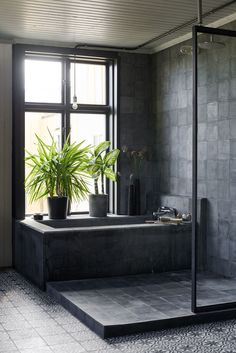 Home spa in black concrete, steele and moroccan patterned tile. Bath tub and double shower. Concrete Shower, Concrete Bathroom, Slate Bathroom, Bathroom Inspiration, Interior Design Inspiration, Black Tile Bathrooms, Modern Bathtub, Bathroom Interior Design, Beautiful Bathrooms