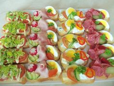 Discover recipes, home ideas, style inspiration and other ideas to try. Snacks Für Party, Appetizers For Party, Appetizer Recipes, Czech Recipes, Tea Recipes, Tapas, Plateau Charcuterie, Veggie Cakes, Party Buffet