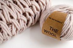 Abbiamo già visto come sia possibile lavorare a maglia senza i ferri, ma utilizzando unicamente il nostro corpo: dopo il finger knitting che permette di cucire con le sole dita, oggi torniamo alla carica con l'arm knitting, una tecnica sorprendente che prevede l'utilizzo delle braccia come se fossero dei veri e propri ferri da …