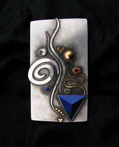 Linda Ladurner- Large pendant-brooch 2007 silver, gold, lapis lazuli, emerald, fire opal, aquamarine. Pectoral argent, or, lapis lazuli, émeraude, opale de feu, aquamarine