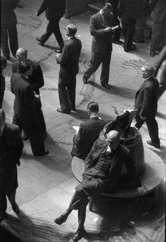 U.K. The Stock Exchange, London, England 1955 // Henri Cartier Bresson