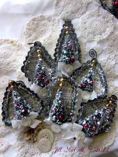 Bottle Brush Ornaments using petite jello molds