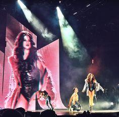 Selena Gomez REVIVAL TOUR NIGHT 1