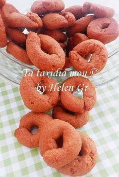 Αφράτα και τραγανά απ' έξω και μαλακά από μέσα! Γεμάτα αρώματα και με την ξεχωριστή γεύση του πετιμεζιού. Αν το πετιμέζι είναι καλά δεμένο... Greece Food, Greek Desserts, Doughnut, Biscuits, Cookies, Cake, Sweet, Blog, Recipes