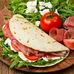 Piadina | Pomodoro, mozzarella, rucola e prosciutto crudo