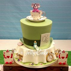 Alice in Wonderland Wedding Cake I love this for a shower cake (For me of course), rehearsal dinner cake, or any other occasion lol Pretty Cakes, Beautiful Cakes, Amazing Cakes, Cupcakes, Cupcake Cakes, Alice In Wonderland Wedding Cake, Rehearsal Dinner Cake, Alice Tea Party, Fancy Cakes